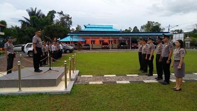 Kapolres Tomohon Hadiri Upacara Kenaikan Pangkat 13 Anggotanya
