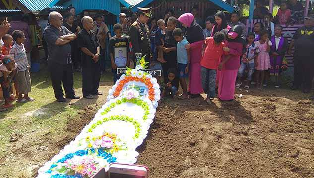 Boy Rafli Amar Pimpin Upacara Pemakaman Bripka Anumerta Sinton Kbarek