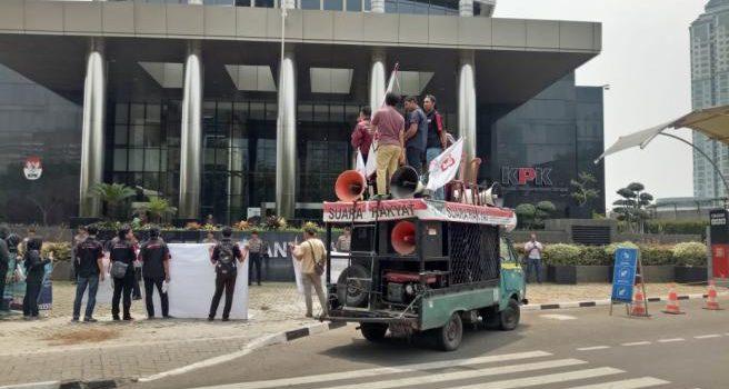 Desak KPK Usut Tambang Emas di Kabupaten Nagan Raya, Puluhan Aktivis Gelar Demo