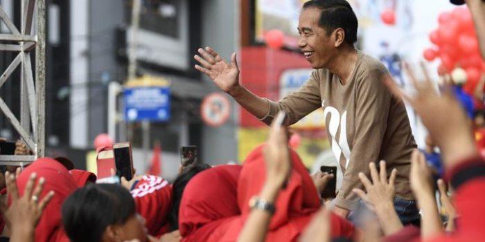 Jokowi Blusukan ke Pasar Gintung dan Smep Tanjung Karang, Harga Tempe Rp3000