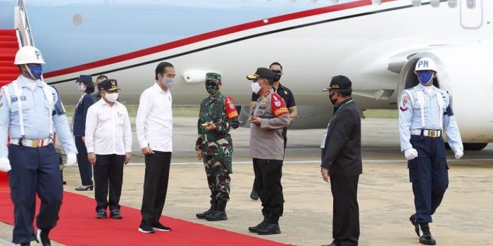 Kapolda Kalteng Sambut Kedatangan Presiden Jokowi di Bandara