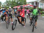 Tingkatkan Sinergitas, Kapolda dan Ketua Bhayangkari Daerah Kalteng Ikuti Gowes Kalteng Berkah