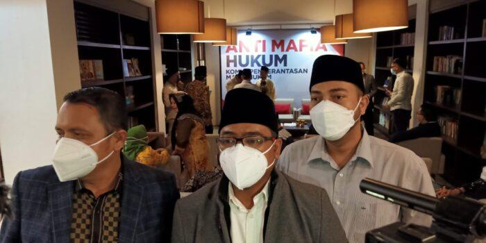 Komite Pemberantasan Mafia Hukum Resmi Didirikan, Muanas :  Kita Akan Blow Up Kasus Mafia Hukum